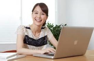 パソコン 女性 3 ブログ用 .png
