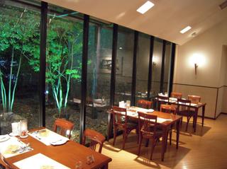 レストラン店内 1.png